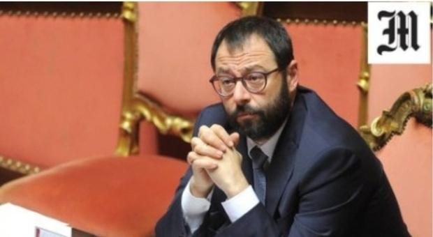 """Obbligati a crescere, Patuanelli: «Credito d'imposta fino  al 50% per acquistare i """"beni 4.0""""»"""