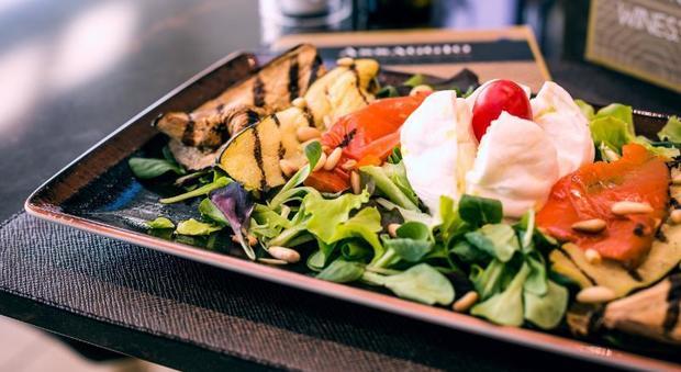 """Un """"Assaggio"""" di Autogrill all'aeroporto di Fiumicino: nell'area E il concept culinario della chef stellata Bowerman"""