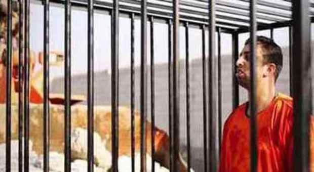 Video Isis, nuovo orrore: pilota giordano bruciato vivo in gabbia