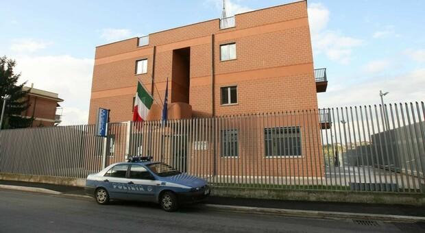 Aggredisce operaio che riparava l'ascensore: voleva evitare i controlli di polizia e carabinieri