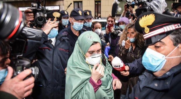 Silvia Romano, la cerimonia con due carcerieri: «Così sono diventata musulmana»