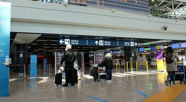 Varianti Covid, allerta voli a Roma: «Arrivi da Londra rischio falsi negativi»