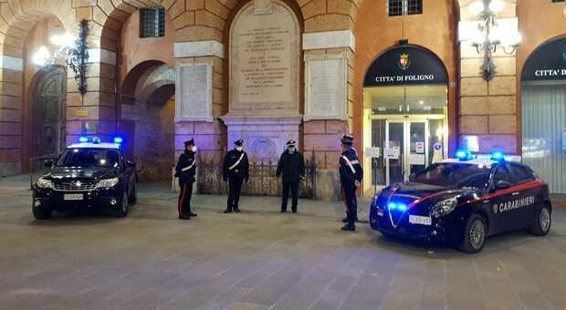 Foligno, armato di coltello rapina una donna: caccia al bandito in bicicletta. In azione i carabinieri