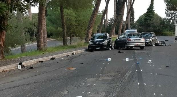 Ubriaco e drogato al volante provoca incidente: morta una guardia giurata, 5 feriti. Arrestato 21enne