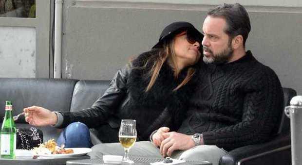 Cecilia Capriotti Pranzo E Baci Con Il Fidanzato Gianluca