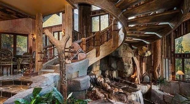 Il fiume in una stanza la casa di montagna pi eccentrica for Case in pietra e tronchi