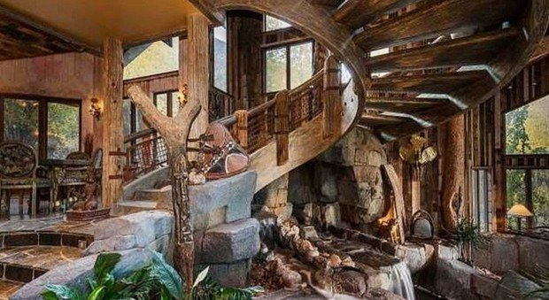Il fiume in una stanza la casa di montagna pi eccentrica for Interni case rustiche
