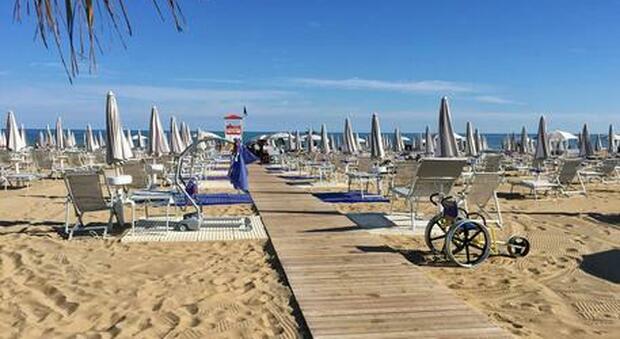 Vacanze, ecco le spiagge più costose d'Italia: a Venezia un lettino e 2 sdradio a 453 euro