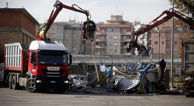 Migranti, sgombero del Baobab a Roma. Salvini: basta zone franche e non è finita qui