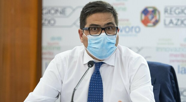 Covid, allarme della Regione Lazio: «Rischio bomba virale dalla Sardegna. Servono test agli imbarchi»
