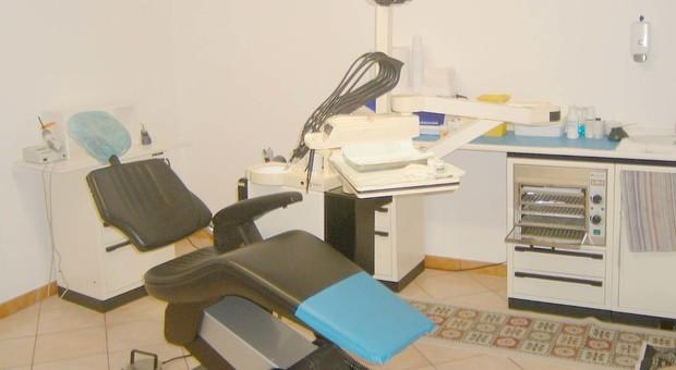 Roma, dentista abusivo cinese scoperto a Torpignattara: operava ma non aveva le autorizzazioni