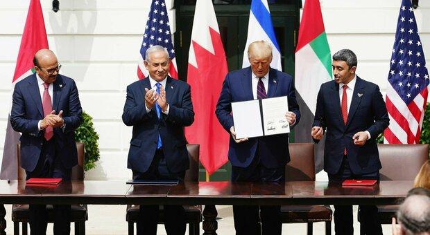 Washington, firma degli accordi di Abramo tra Israele, Emirati e Bahrein. Trump: «Giornata storica» thumbnail