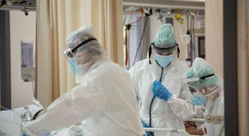 Covid, Aifa autorizza tre nuovi farmaci per curare pazienti ospedalizzati. Burioni: «Buone notizie»