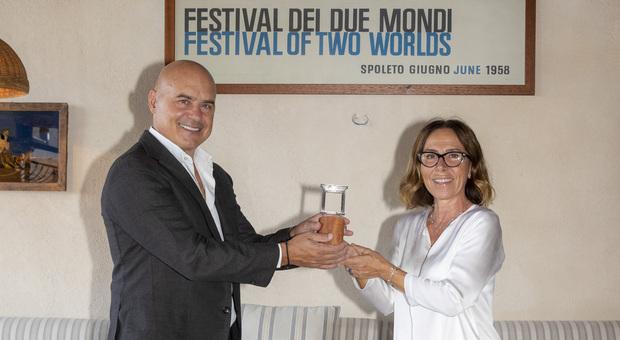Maria Flora Monini premia Luca Zingaretti