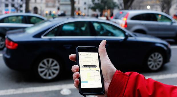 Scappa con l amante e chiama Uber: come autista trova il marito