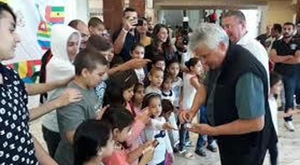 Papa Francesco manda dei gelati ai migranti della Diciotti ancora a Rocca di Papa