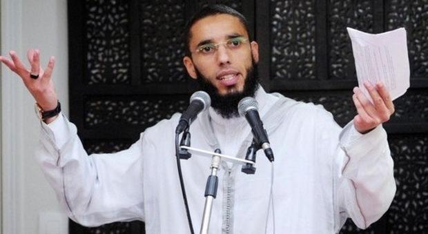 Brest, spari davanti a una moschea: ferito il controverso imam Rachid El Jay