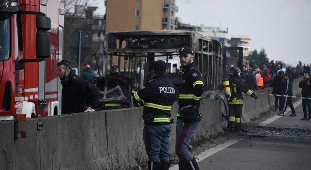 Milano, l'autista che ha dirottato il bus degli studenti: «basta morti in mare, qui non si salverà nessuno»
