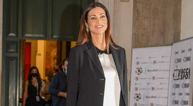 Manuela Arcuri e le molestie sul set: «Mi toccavano le gambe e mi chiedevano di mostrare il seno»