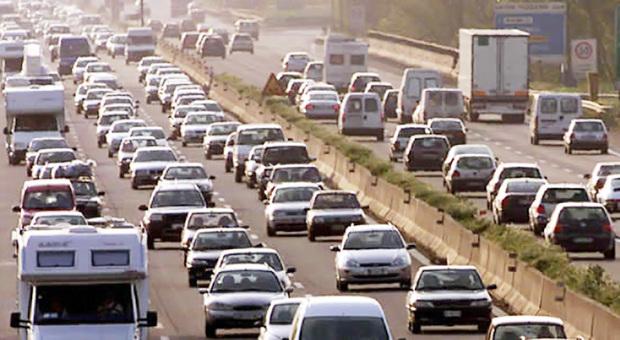 Roma, scontro tra 5 veicoli sul Gra: un ferito. Chiusure all'uscita La Rustica