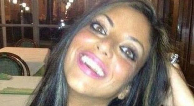 Napoli, si suicida dopo il video hard finito in rete: dopo la morte sul web restano i filmati della vergogna