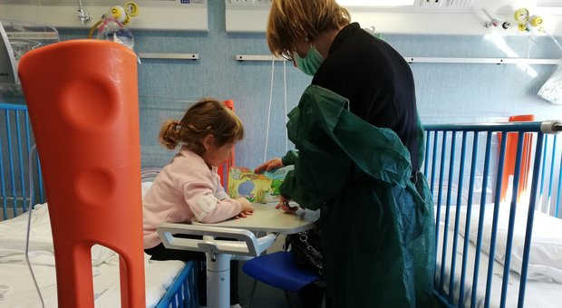Una mattina in ospedale, a leggere i libri ai bambini malati