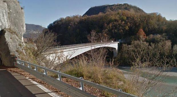 Pordenone si butta da un ponte alto 40 metri e riesce for Ponte del secondo piano
