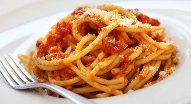 La pasta a cena concilia il sonno riduce lo stress e non for Cosa mangiare a roma