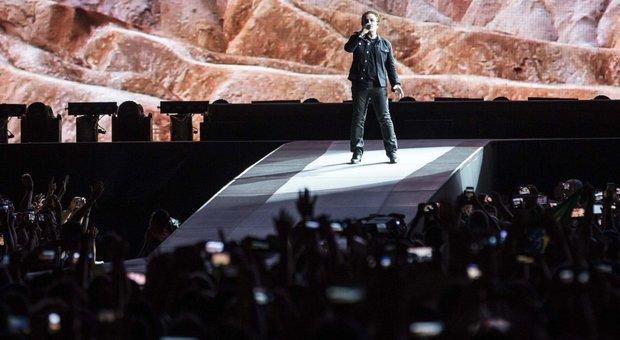 """Roma, gli U2 infiammano l'Olimpico: in 60mila per """"The Joshua Tree Tour"""""""