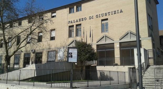 Presunte molestie sugli alunni, indagato un ex maestro di scuola elementare