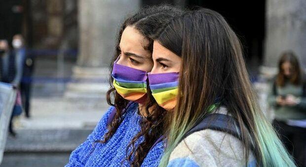 Eboli, a scuola il prof offende i gay: «Sono malati, scarti della natura». Arcigay: «Clima di violenza, bisogna intervenire»