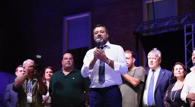 Salvini a Sabaudia: «Nel governo qualcosa si è rotto, troppi no. Non sto lì a scaldare la poltrona»