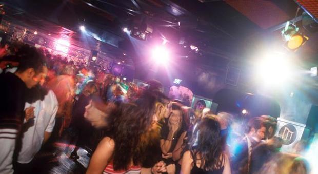 Rimini, violentata in discoteca: amiche inviano video su Whatsapp