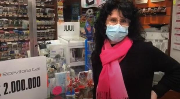 Gratta e Vinci «Triplo Colpo», nonna e nipote vincono due milioni di euro: «La signora stava per svenire»