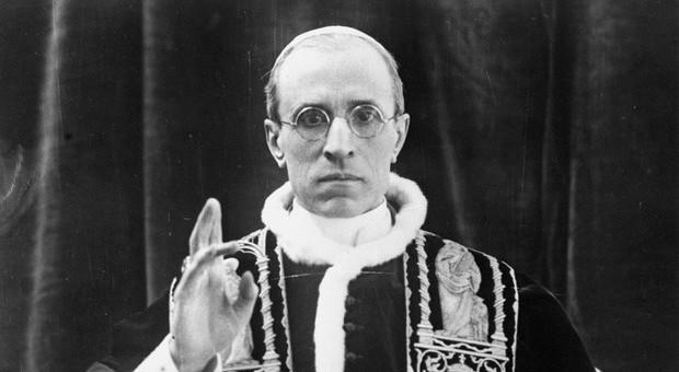 Pio XII, le carte che illuminano il passato oscuro