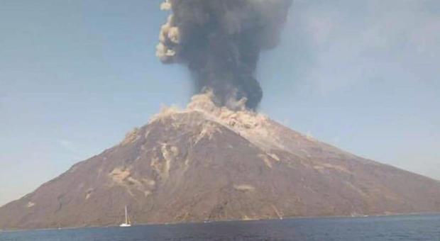 Stromboli, sale il livello d'allerta: si temono nuove eruzioni