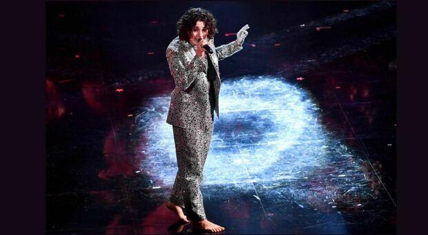 Sanremo 2021: Madame scalza sul palco come Sandie Show e Marina Rei