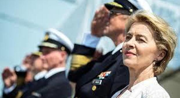 Ursula von der Leyen la super mamma, ministro della Difesa con 7 figli, un marito e un pony a seguito