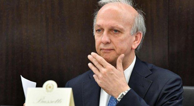 «La Costituzione è un libro di m....»: il ministro Bussetti manda gli ispettori