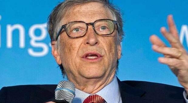 Coronavirus, Bill Gates chiama Giuseppe Conte: «Bene l'Italia nella ricerca del vaccino»