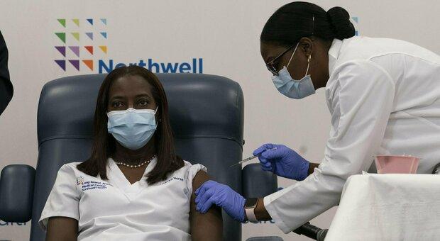 Vaccino, a New York un terzo dei sanitari rifiuta il siero anti-Covid