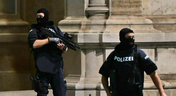 Vienna, l'Isis rivendica l'attentato: pianificato a luglio. Sale l'allarme anche in Italia