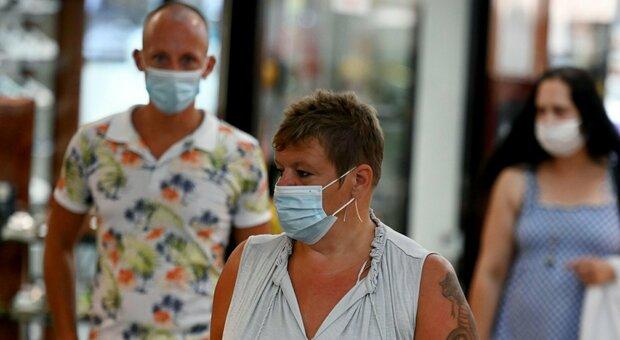 Virus, salgono i contagi: i nuovi positivi ai livelli di metà giugno