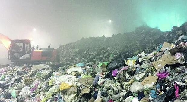 «Danni alla salute per i rifiuti di Roma», Ama sotto inchiesta