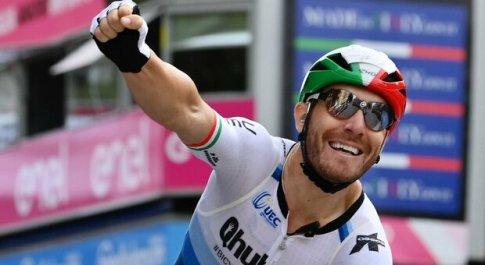 Giro d'Italia, Giacomo Nizzolo sfata il tabù a Verona, Gaviria quinto senza sella