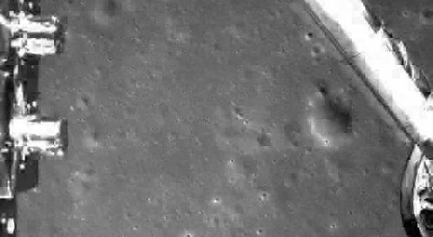 Un'immagine dell'allunaggio della sonda cinese Chang'e4 del 3 gennaio scorso