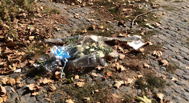 Anna Frank, i fiori della Lazio gettati nel Tevere. La Comunità ebraica: «Reazione a offese Lotito»