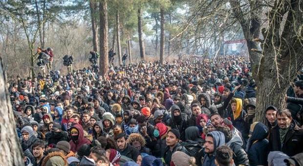 profughi al confine tra Grecia e Turchia