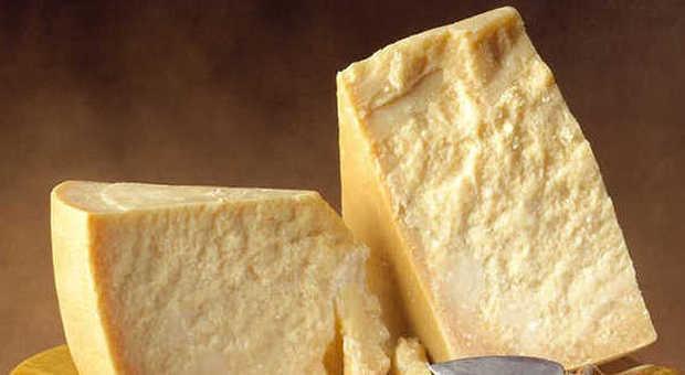 Parmigiano. Aiuta ad abbassare la pressione ed è indicato per chi ha  problemi col colesterolo