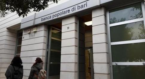 Popolare di Bari commissariata: scontro nel governo, salvataggio bloccato. Conte: «Non tuteleremo nessun banchiere»